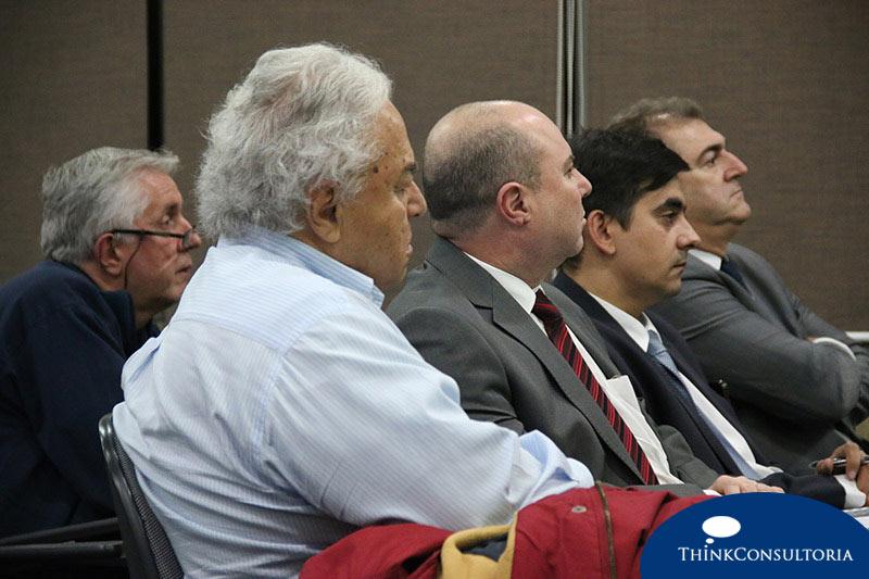 Empresários e investidores no evento sobre a importância do suporte jurídico ao negociar uma empresa